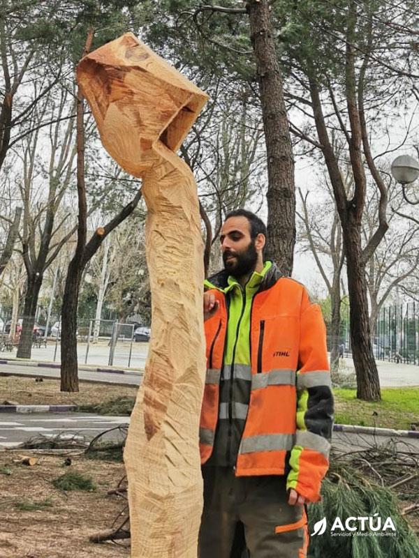 Sergio Carchenilla, el escultor de los árboles caídos